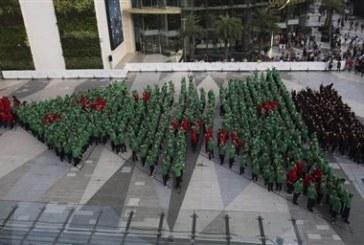 Χριστουγεννιάτικο δέντρο από 852 παιδιά στήθηκε στην Ταϊλάνδη