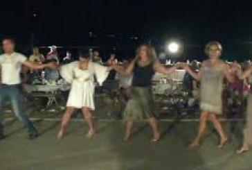 Το γλέντι του πολιτιστικού Συλλόγου Μακροτάνταλου «Η Φάσα»  τον Αύγουστο του 2010
