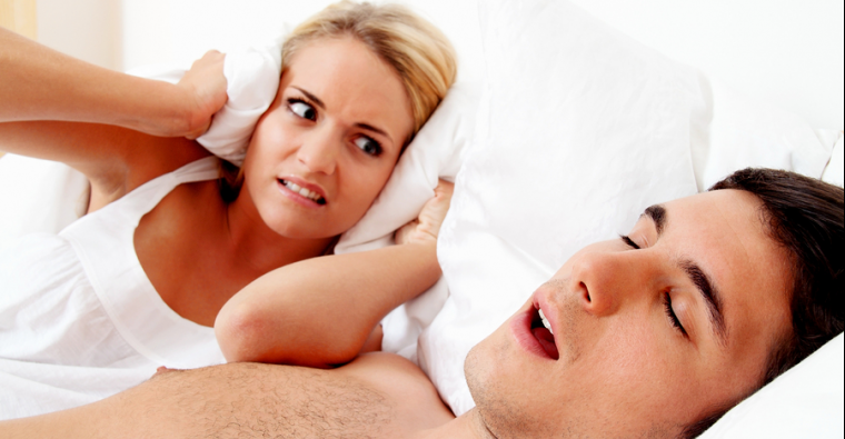 couple-snoring