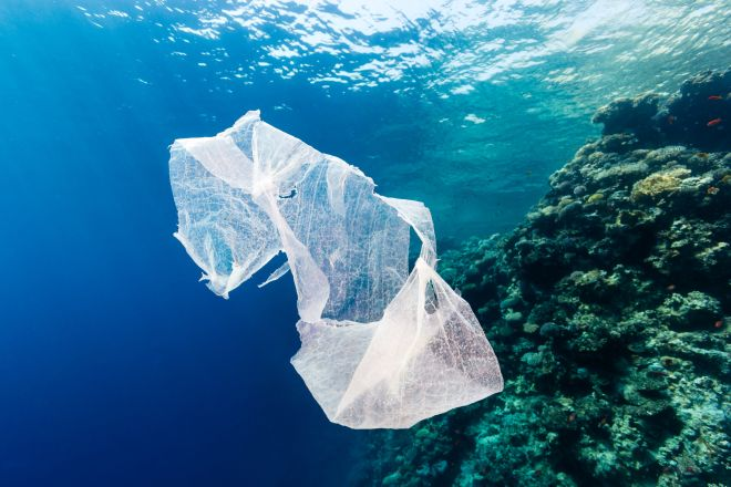 plastiki-sakoula-thalassa
