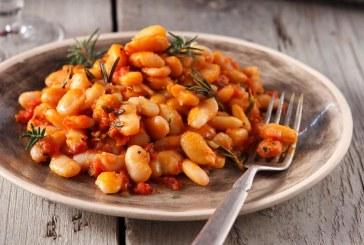 Σήμερα μαγειρεύουμε: Γίγαντες κρασάτοι με ντομάτα και δεντρολίβανο