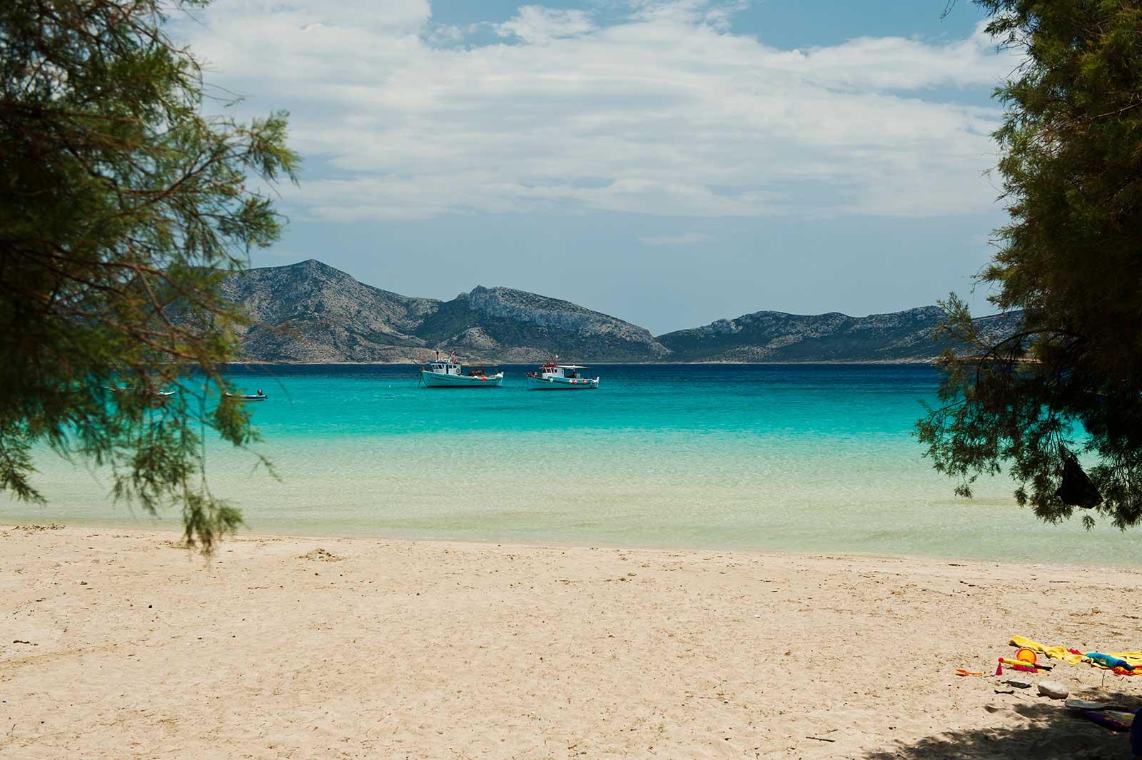 1-finikas-beach-koufonisia-hotel-greece