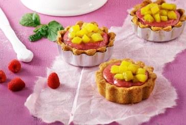 Γλυκός πειρασμός: Ατομικές τάρτες με κρέμα από σμέουρα (ή φράουλες) και μάνγκο