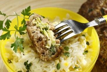 Σήμερα μαγειρεύουμε: Μπιφτέκια γεμιστά με κολοκυθάκια και ρυζοσαλάτα