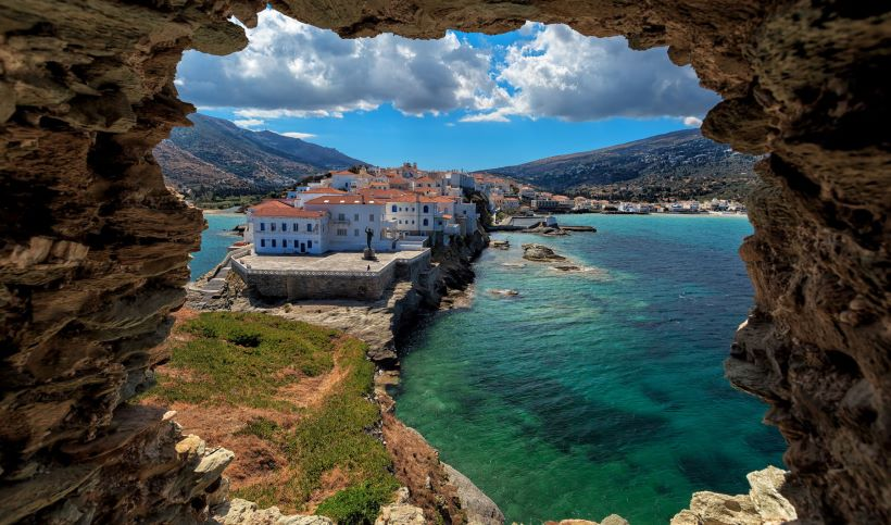the-beautiful-ηora-in-andros-island