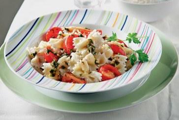 Σήμερα μαγειρεύουμε: Φιογκάκια με ντοματίνια, μαϊντανό και γιαούρτι