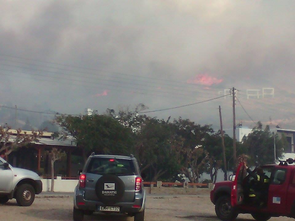 Σε εξέλιξη η πυρκαγιά στον Αγ. Πέτρο