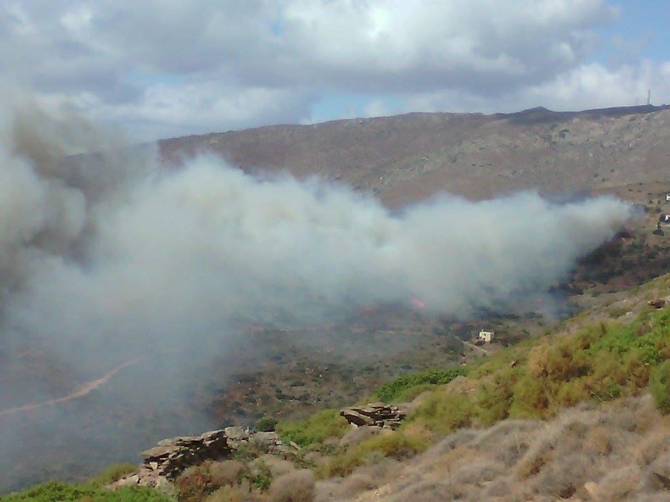 Φωτιά στον Αγ. Πέτρο (Φωτο)