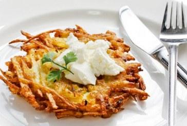 Σήμερα μαγειρεύουμε: Τριμμένες πατάτες στο τηγάνι με σάλτσα γιαουρτιού