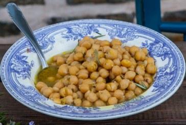 Νηστίσιμα: Ρεβίθια λεμονάτα σε «ζωμό» δεντρολίβανου