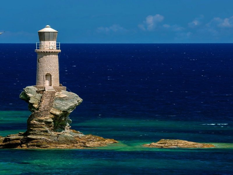 tourlitis-lighthouse-in-the-hora-of-andros-800x600
