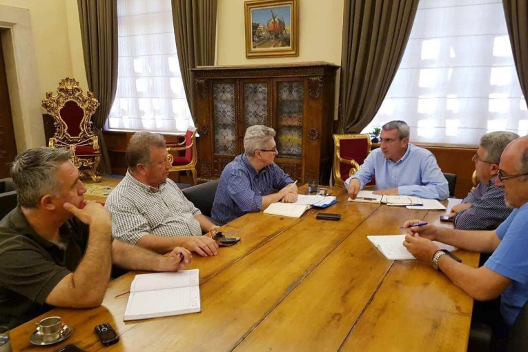 Με γιατρούς ετοιμότητας, διασώστες και ασθενοφόρα, η Περιφέρεια Νοτίου Αιγαίου ενισχύει το ΕΚΑΒ  σε Κυκλάδες και Δωδεκάνησα