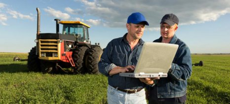 farmers-with-laptop_30