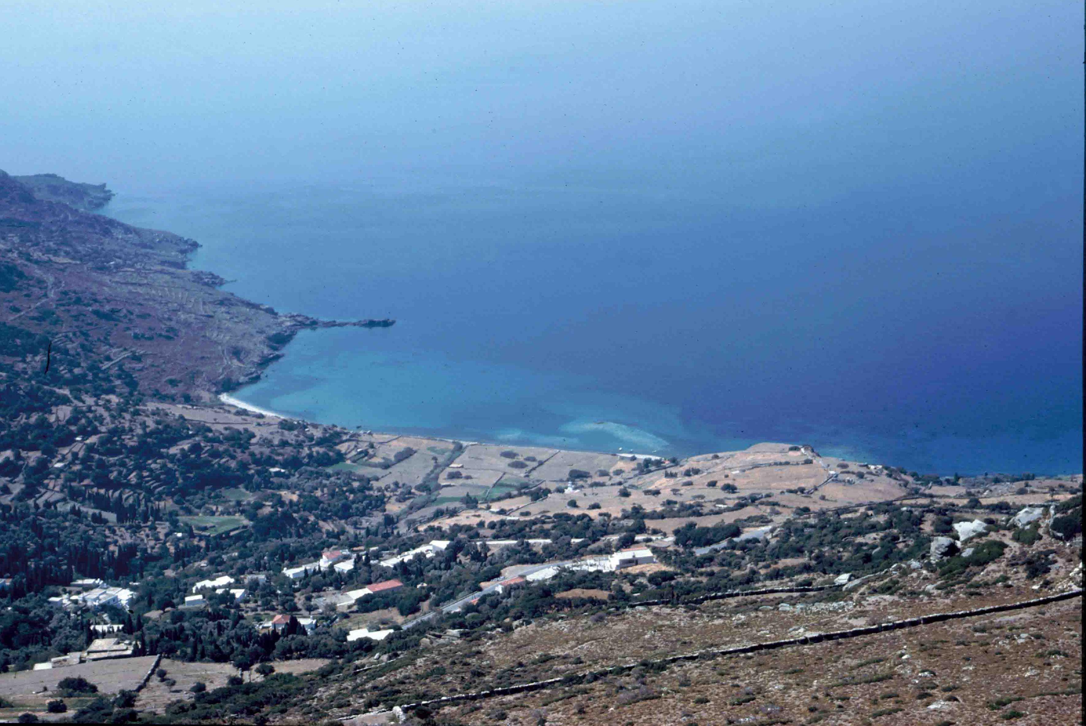 Η περιοχή όπου βρίσκεται η Παλαιόπολη είναι ιδιαίτερου φυσικού κάλλους.