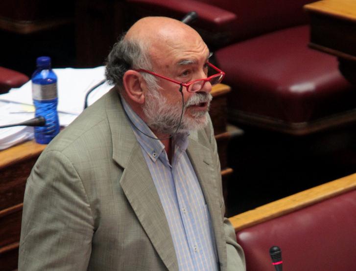 Αναφορές στη Βουλή για την Άνδρο: Πυρκαγιές, πλανόδιοι μικροπωλητές χωρίς μέτρα Covid-19