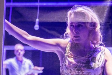 Δείτε online την παράσταση «Λεωφορείο ο Πόθος» με την Γκίλιαν Άντερσον από το Εθνικό Θέατρο της Αγγλίας