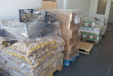 Με τη βοήθεια υπαλλήλων της Περιφέρειας Νοτίου Αιγαίου και εθελοντών η διανομή του ΤΕΒΑ στην Τήνο