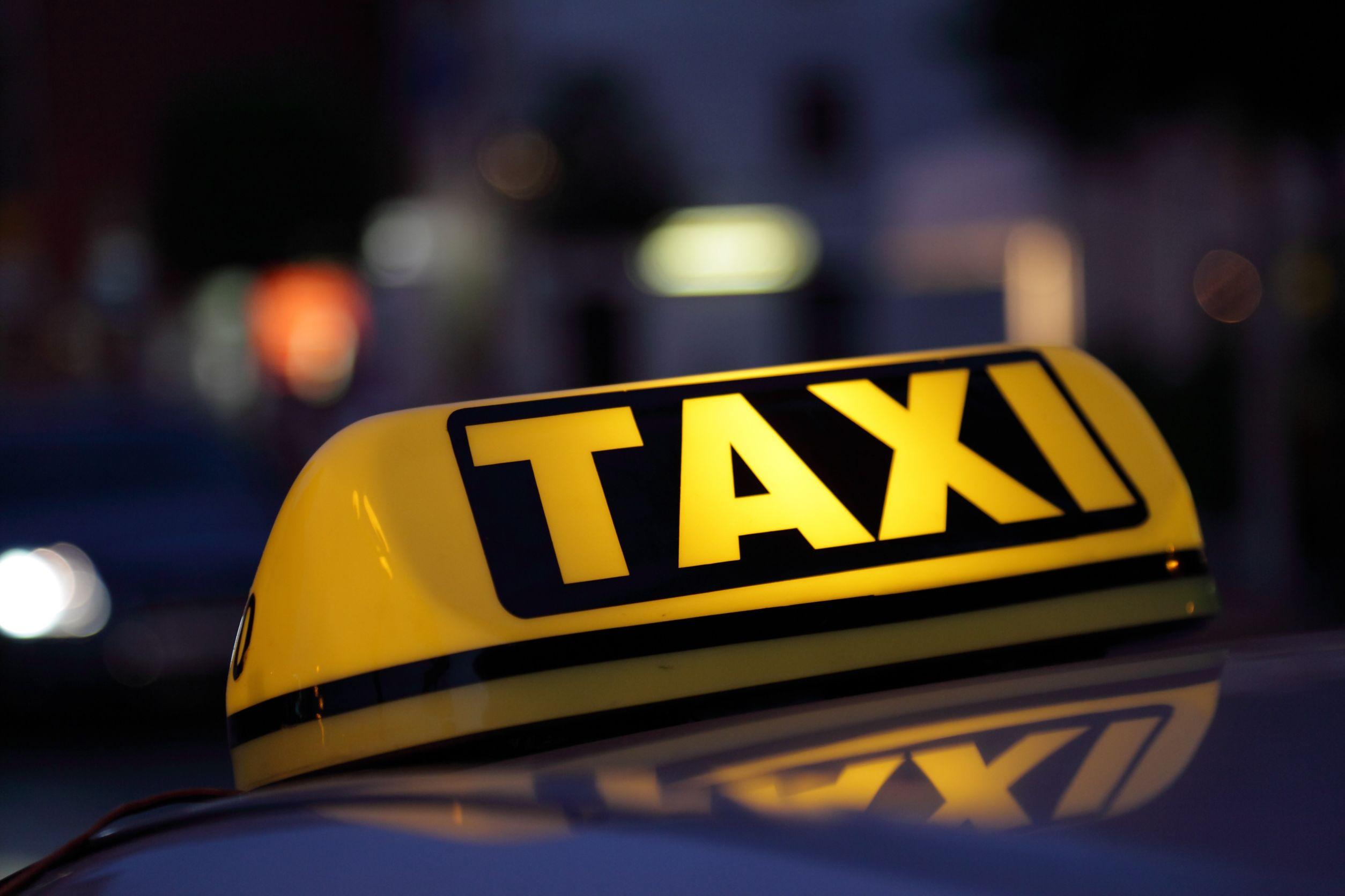Άρση μέτρων: Αυξάνεται ο αριθμός των επιβατών σε ΙΧ και ταξί – Τι ισχύει για μάσκες και πρόστιμα