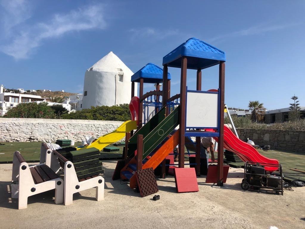 Ο Δήμος Μυκόνου αναβαθμίζει την ποιότητα & ασφάλεια τριών παιδικών χαρών