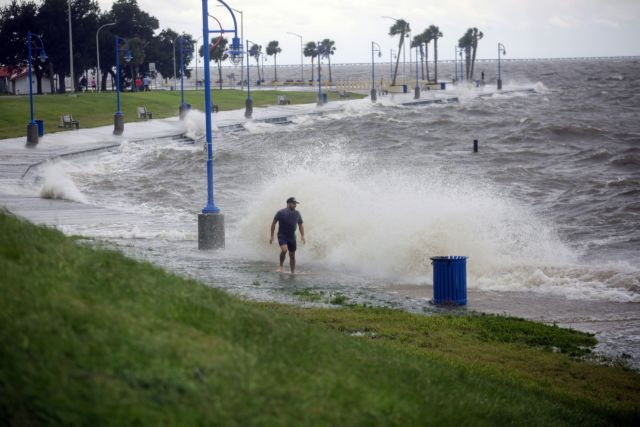 ΗΠΑ: Μαίνεται ο κυκλώνας Σάλι – Σε κατάσταση έκτακτης ανάγκης η Φλόριντα