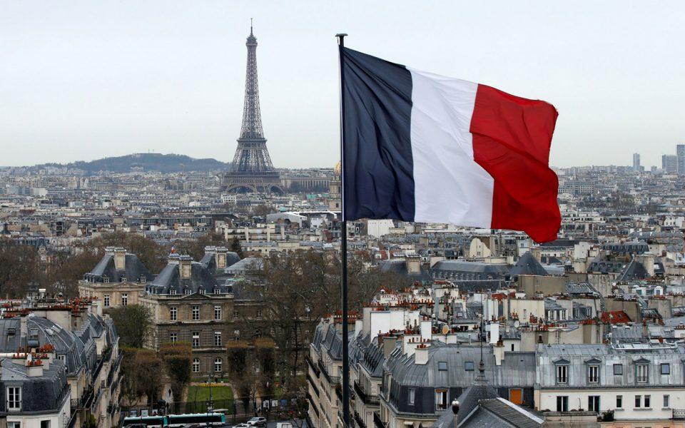 Στη Γαλλία ο πατέρας δικαιούται άδεια 28 ημερών για τα παιδιά του