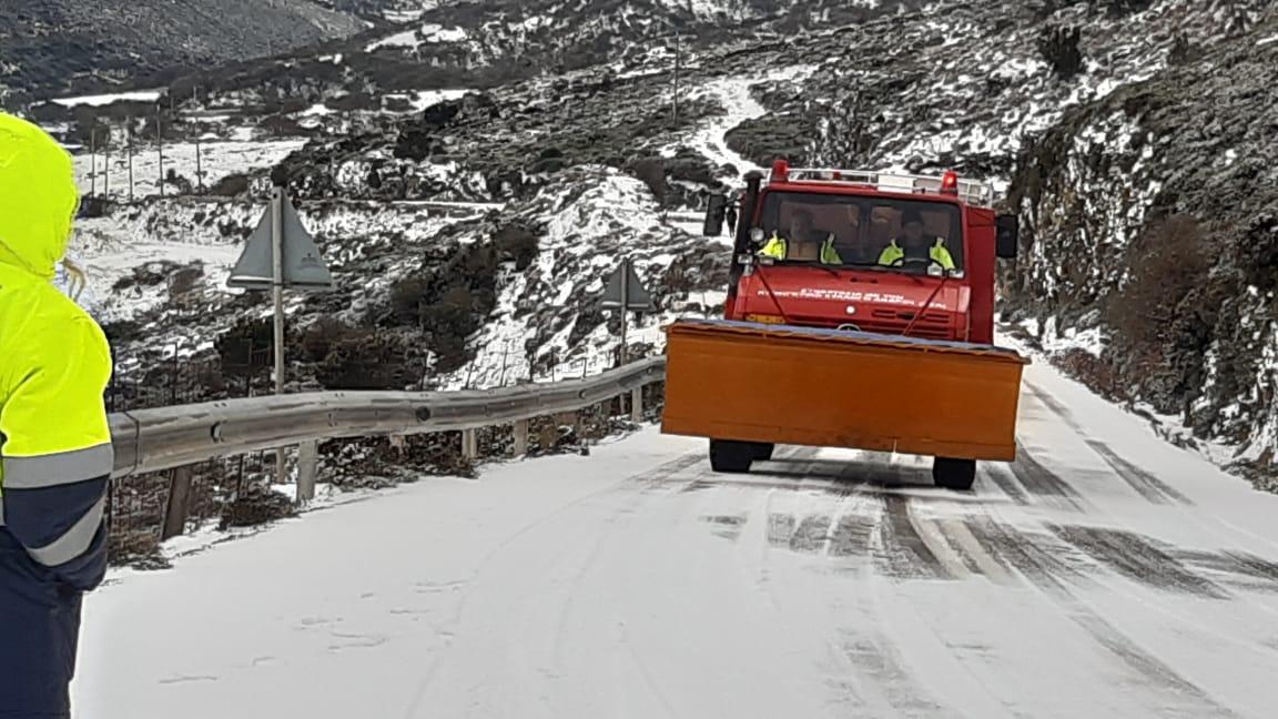 Η ορεινή Άνδρος χιονισμένη – Επί ποδός ο ΣΕΔΑ