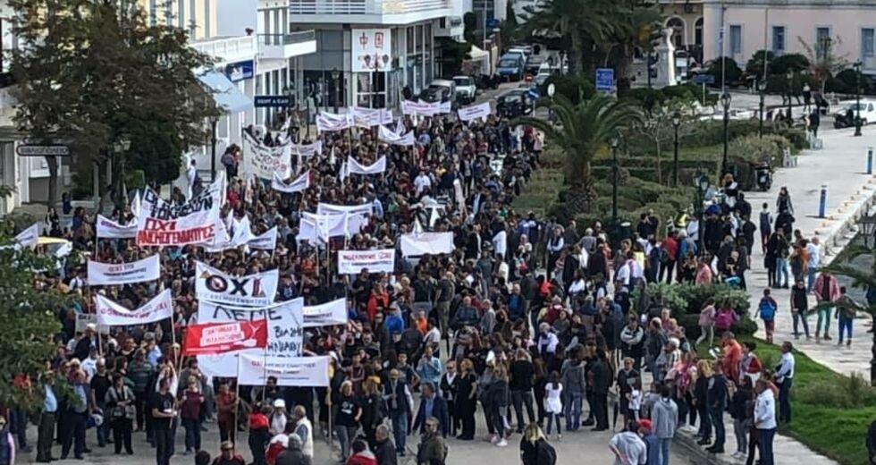 Efsyn: Στο σκαμνί κάτοικοι της Τήνου που αντιστέκονται στα αιολικά