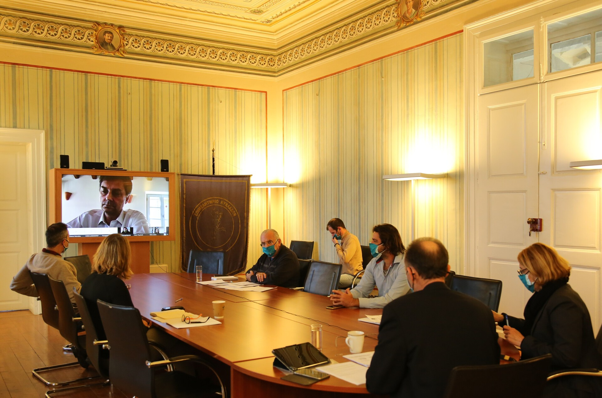 Ευρεία σύσκεψη εργασίας μεταξύ της ηγεσίας, στελεχών του Υπουργείου Τουρισμού και του Επιμελητηρίου Κυκλάδων