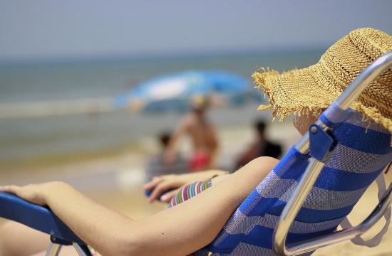 Βουτιές με… μάσκα κορωνοϊού στην Ισπανία; Υποχρεωτική η χρήση της σε όλους τους εξωτερικούς χώρους