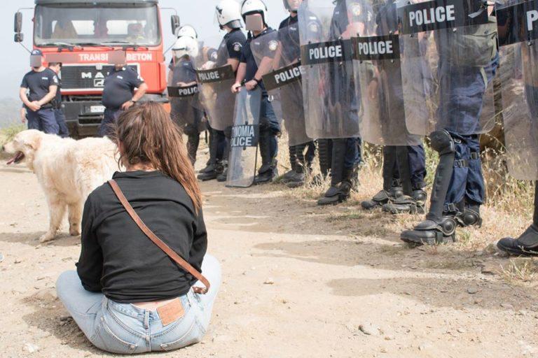 Ανεμογεννήτριες: Στο πλευρό των διωκόμενων κατοίκων της Τήνου η Περιφέρεια