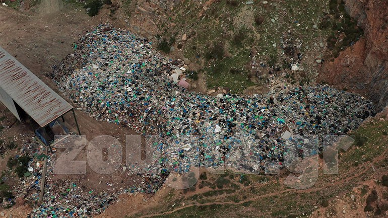 Σφηνάκια: Τα σκουπίδια της Άνδρου