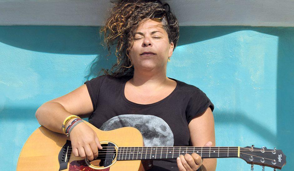 Η Ματούλα Ζαμάνη σε Live… Screaming από την Αμοργό