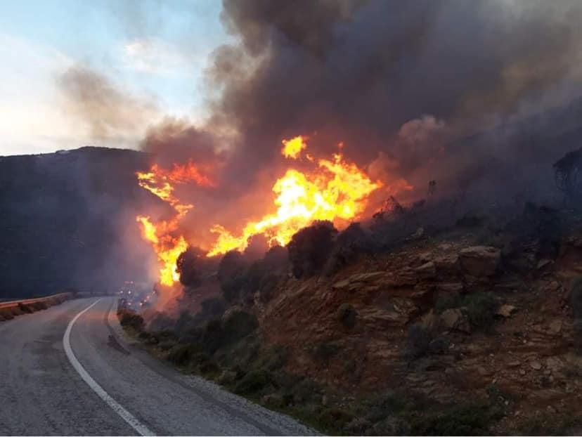 Φωτιά στα Ρέματα – Εκκενώνεται προληπτικά το χωριό