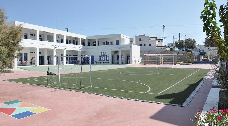 Προγραμματικές συμβάσεις για τη συντήρηση των Δημοτικών Σχολείων Μήλου και Αδάμαντα και του Δημοτικού Σταδίου Μήλου