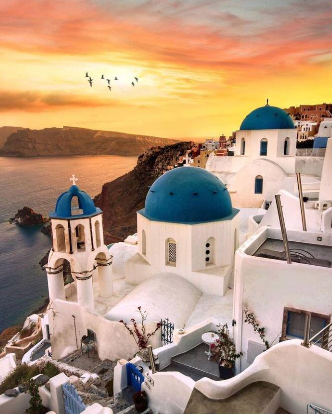 Η Ελλάδα ανοίγει τις πόρτες της σε τουρίστες στην σκιά του κοροναϊού