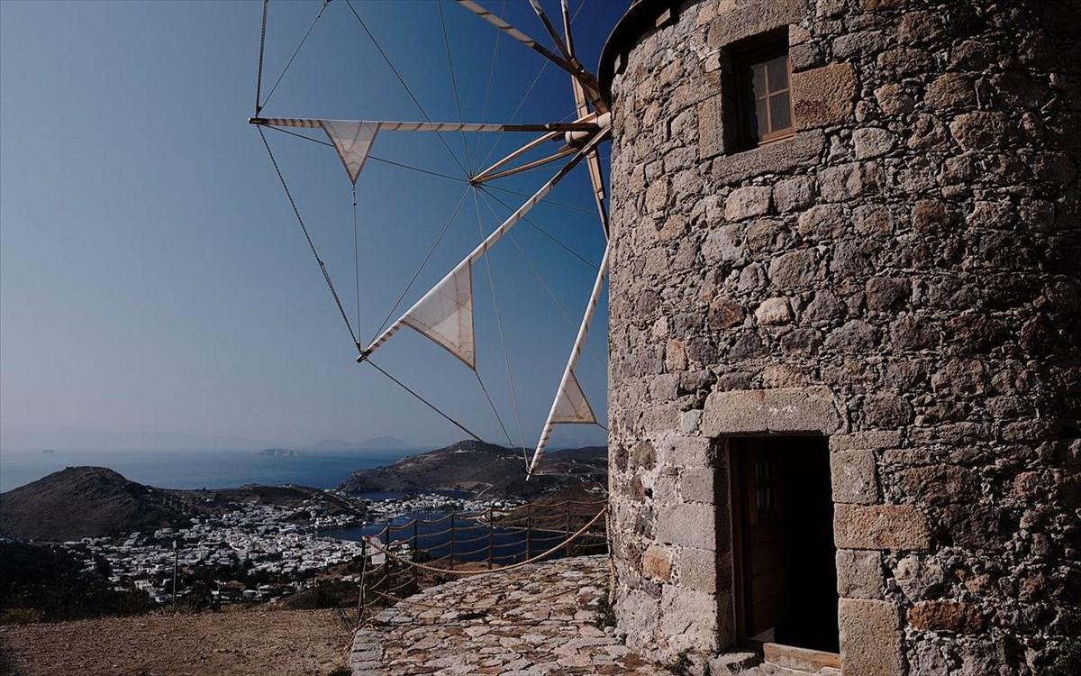 Επιχείρηση «Covid free νησιά» με το βλέμμα στον τουρισμό