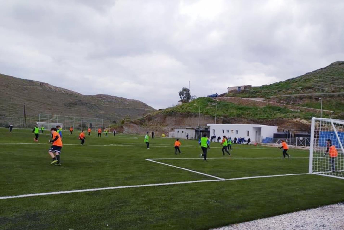 Περιφέρεια Νοτίου Αιγαίου: Τοποθέτηση ηλεκτροφωτισμού στο γήπεδο της Κύθνου