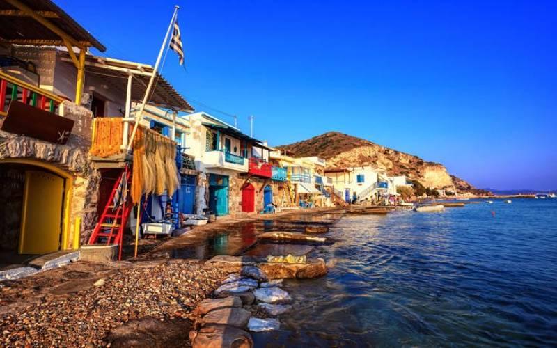 Conde Nast Traveller: Το Κλήμα της Μήλου από τα ωραιότερα χωριά της Ελλάδας