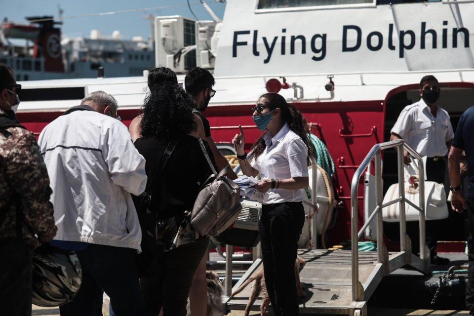 Σταδιακή αύξηση της επιβατικής κίνησης στα πλοία μετά το άνοιγμα των μετακινήσεων προς τα νησιά