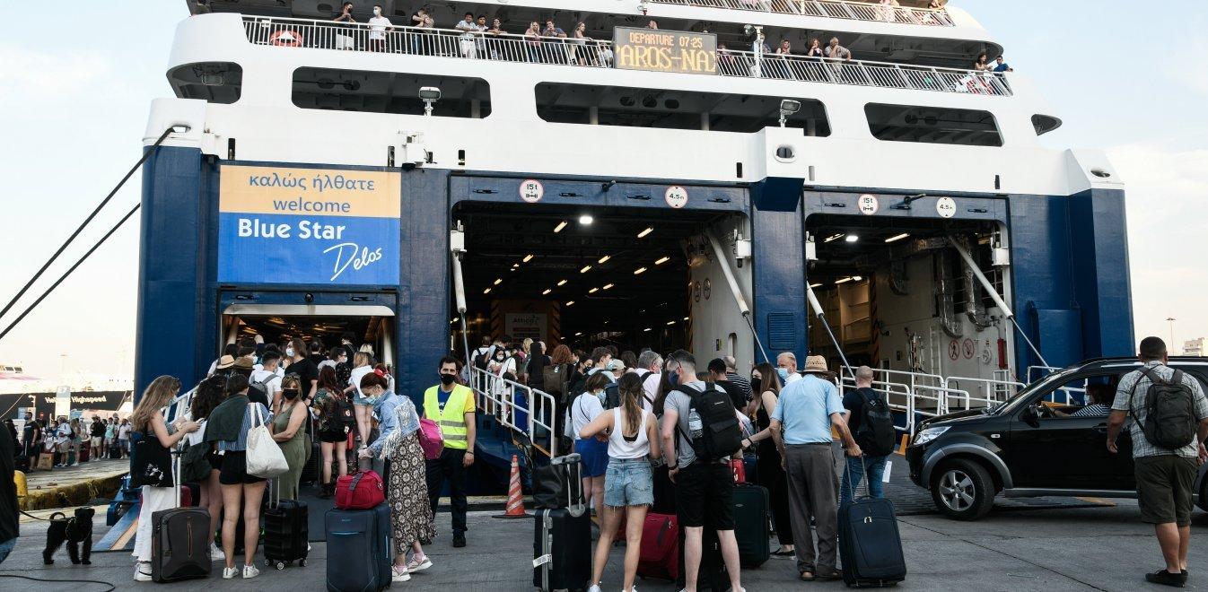 Ταξίδι με πλοίο: Ουρές δεκάδων μέτρων για την επιβίβαση – Τα μέτρα που ισχύουν