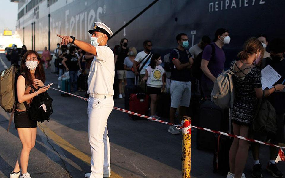 Πλοία: Στο Λιμενικό ο έλεγχος επιβίβασης μετά τις καταγγελίες