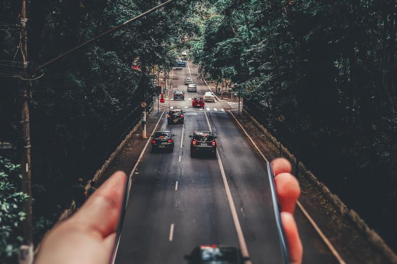 Ερχεται διπλό ηλεκτρονικό «μάτι» ελέγχου όλων των αυτοκινήτων