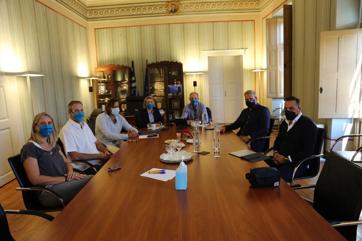 Συνάντηση εργασίας μεταξύ του Επιμελητηρίου Κυκλάδων και του Γενικού Γραμματέα του ΕΟΤ κ. Δημήτρη Φραγκάκη