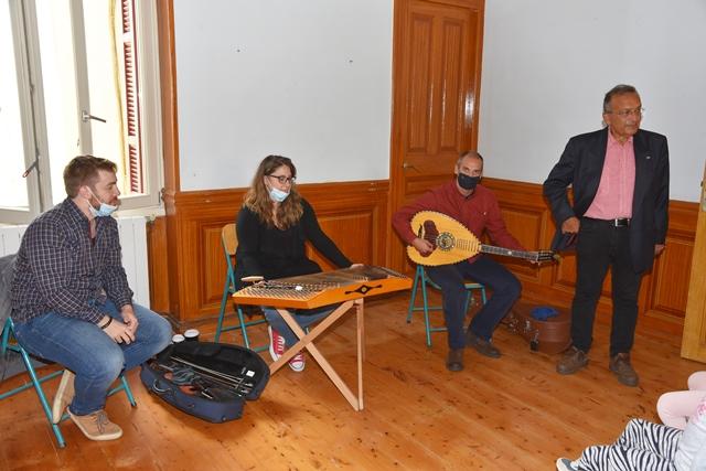 Ίδρυμα Μωραΐτη – Σύλλογος Γυναικών Άνδρου: Εργαστήρι Παραδοσιακής μουσικής στη Χώρα
