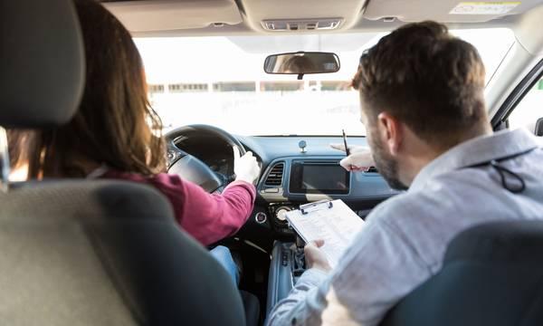 Δίπλωμα οδήγησης από τα 17: Το νέο θεσμικό πλαίσιο στη Βουλή
